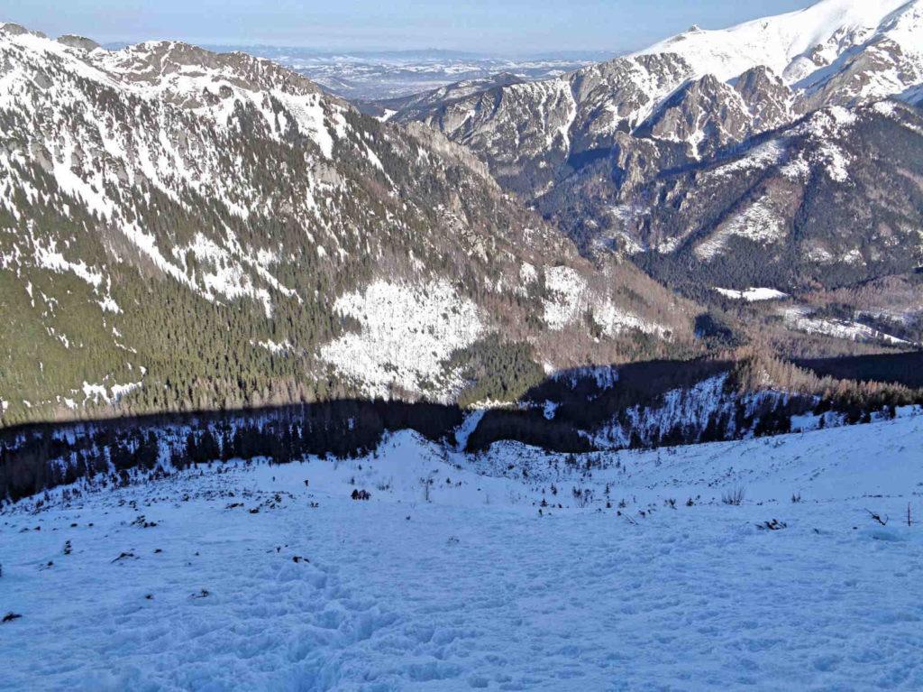 Zejście na Iwaniacką Przełęcz