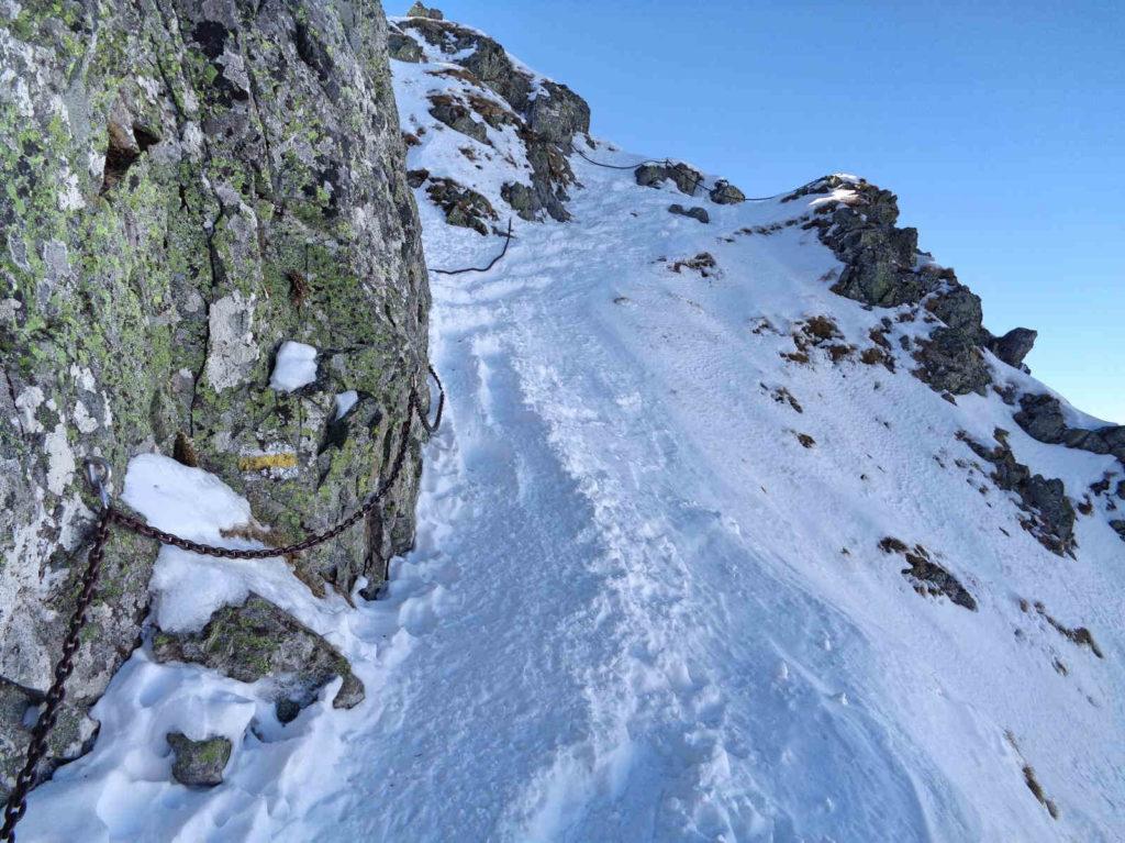 Ostatnie łańcuchy przed wejściem na przełęcz