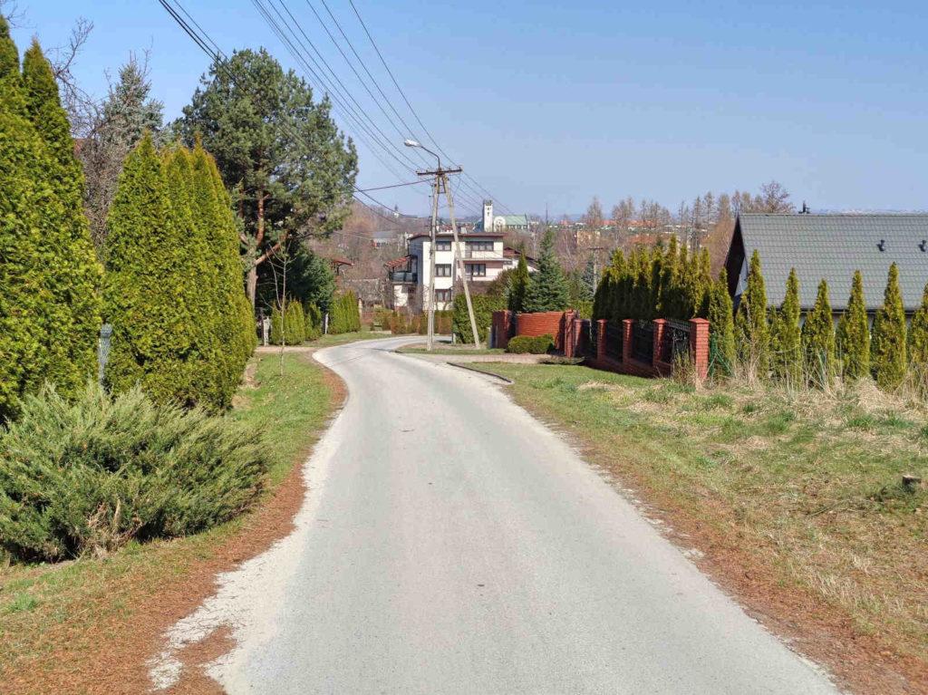 Droga przez Gorzeń Dolny