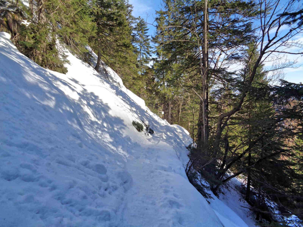 Ścieżka pod Reglami, zimowe trudności