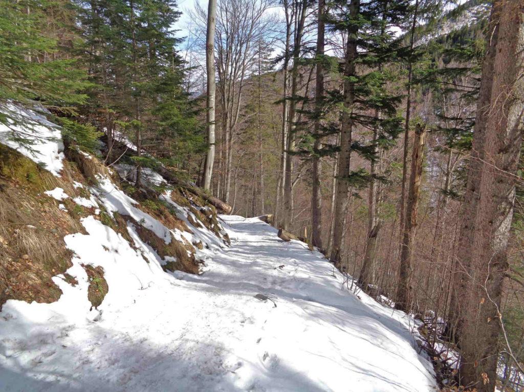 Zejście do Doliny Białego