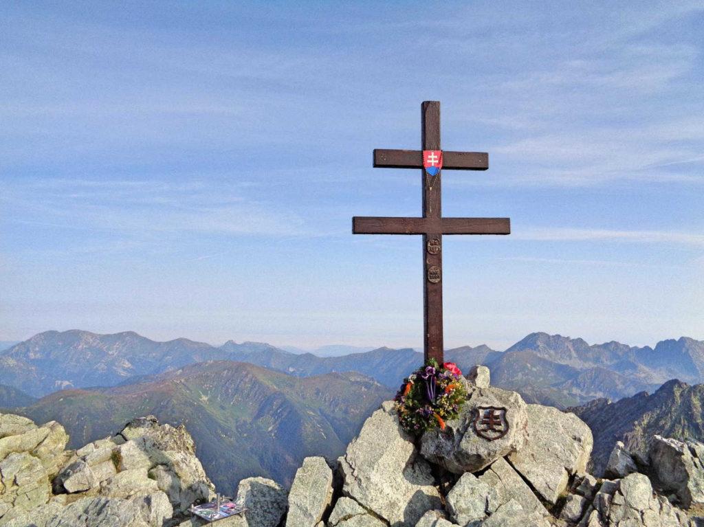 Krywań, krzyż na szczycie