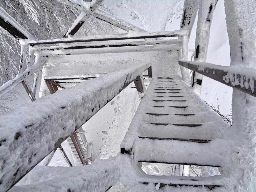 Mogielica zimą, wieża widokowa