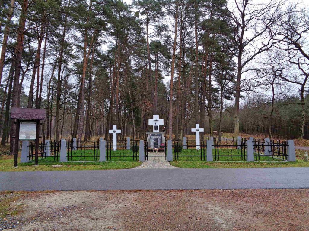 Puszcza Niepołomicka, cmentarz