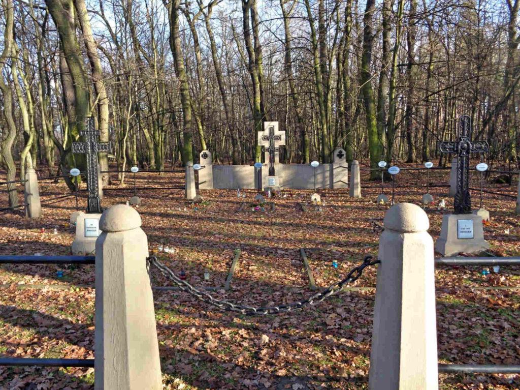 Puszcza Niepołomicka, cmentarz wojenny