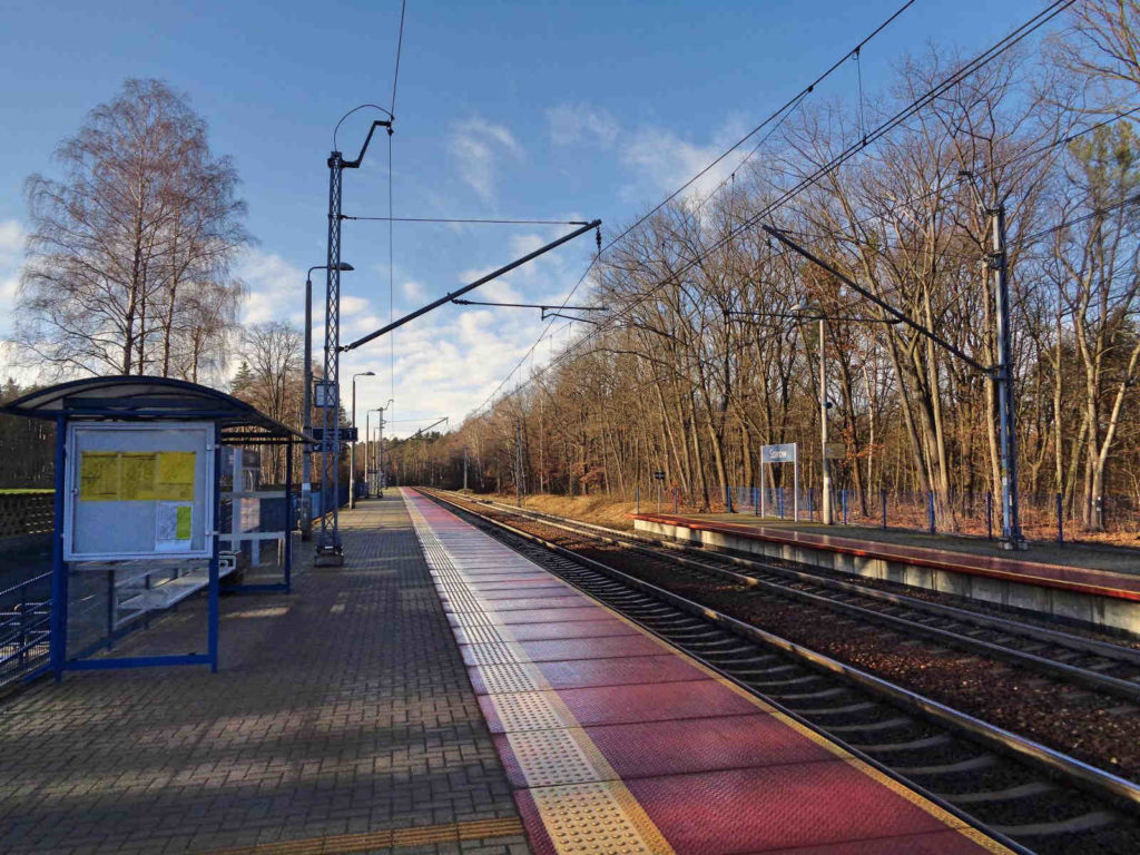 Szarów, stacja kolejowa
