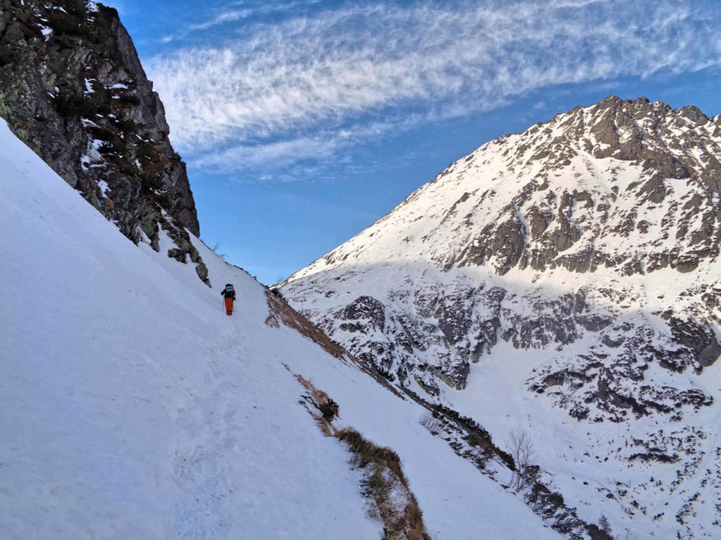 Dolina Roztoki, czarny szlak zimą