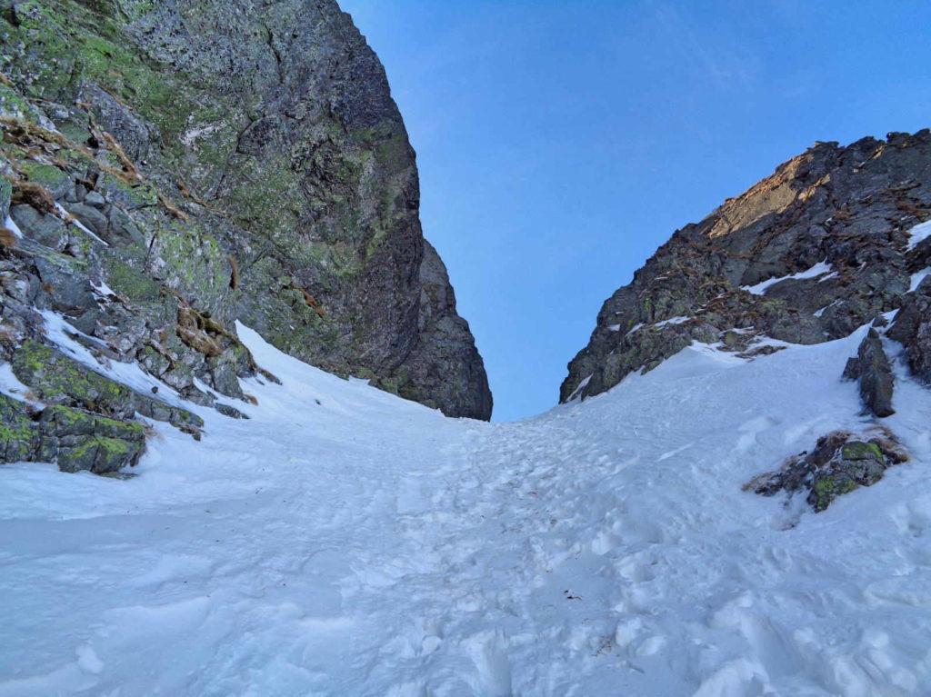 Kozia Przełęcz od Czarnego Stawu zimą