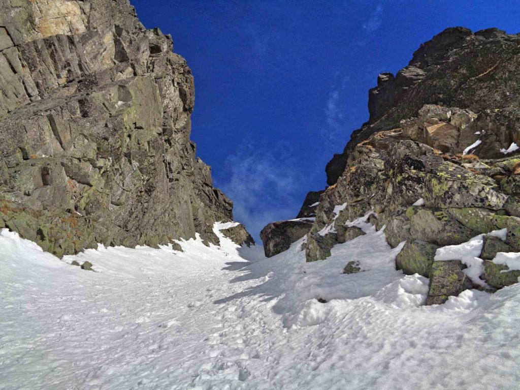 Kozia Przełęcz z Pustej Dolinki zimą