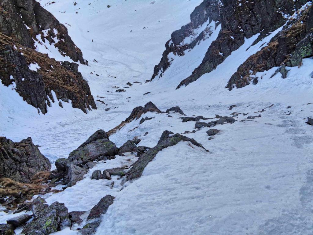 Szlak nad Zmarzły Staw zimą