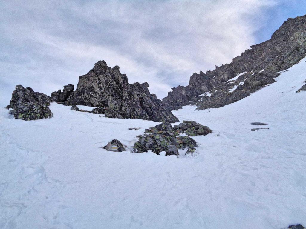 Skrajny Granat, żółty szlak zimą