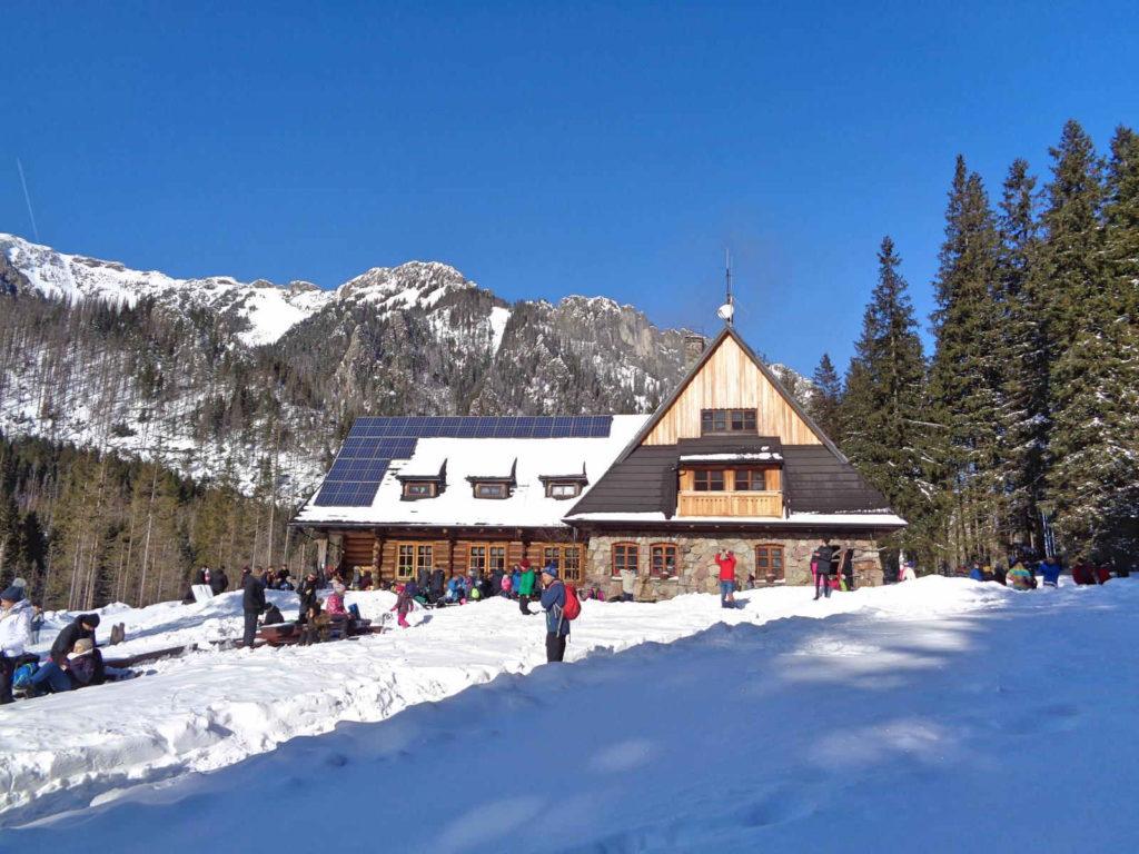 Dolina Kościeliska, schronisko w zimie