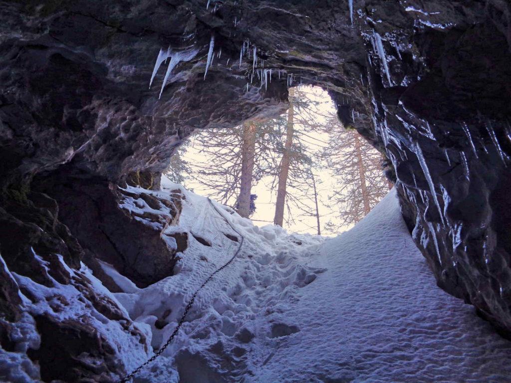 Jaskinia Smocza Jama zimą