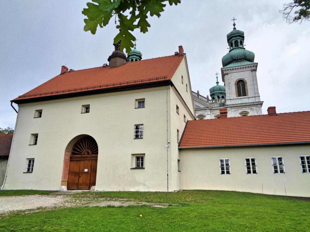 Las Wolski, klasztor