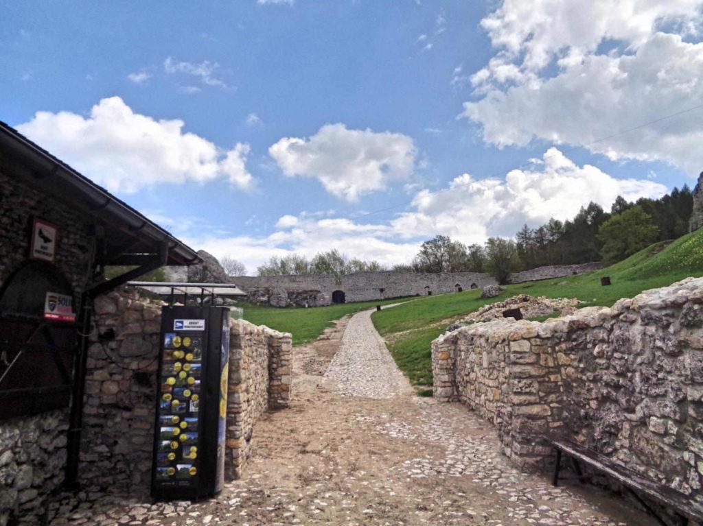 Zamek Ogrodzieniec, wejście