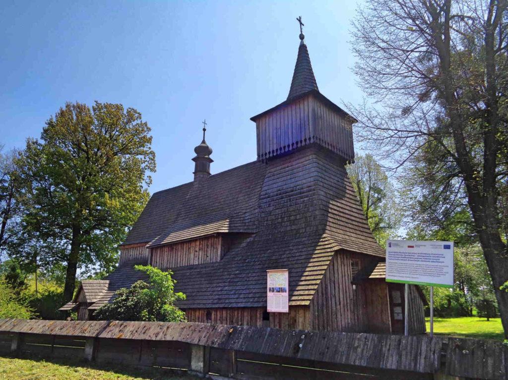 Nidek, drewniany kościół