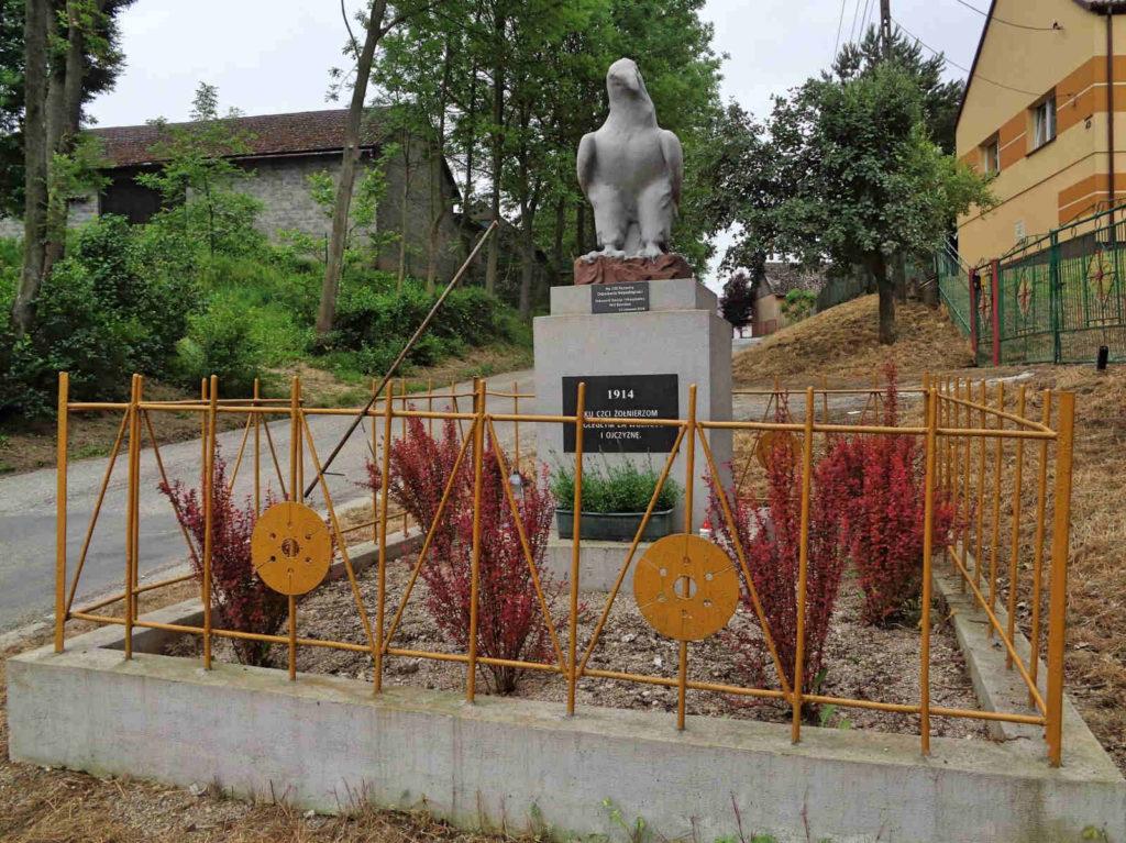 Karniów, pomnik ku pamięci poległych za ojczyznę