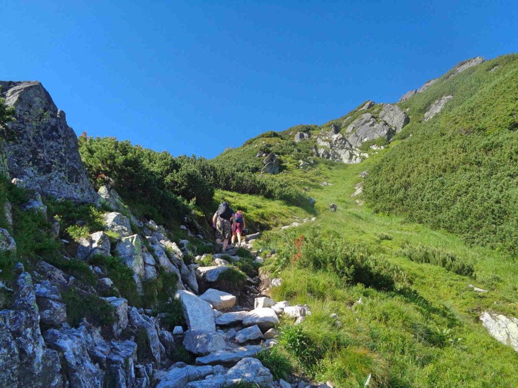 Przełęcz Karb, czarny szlak