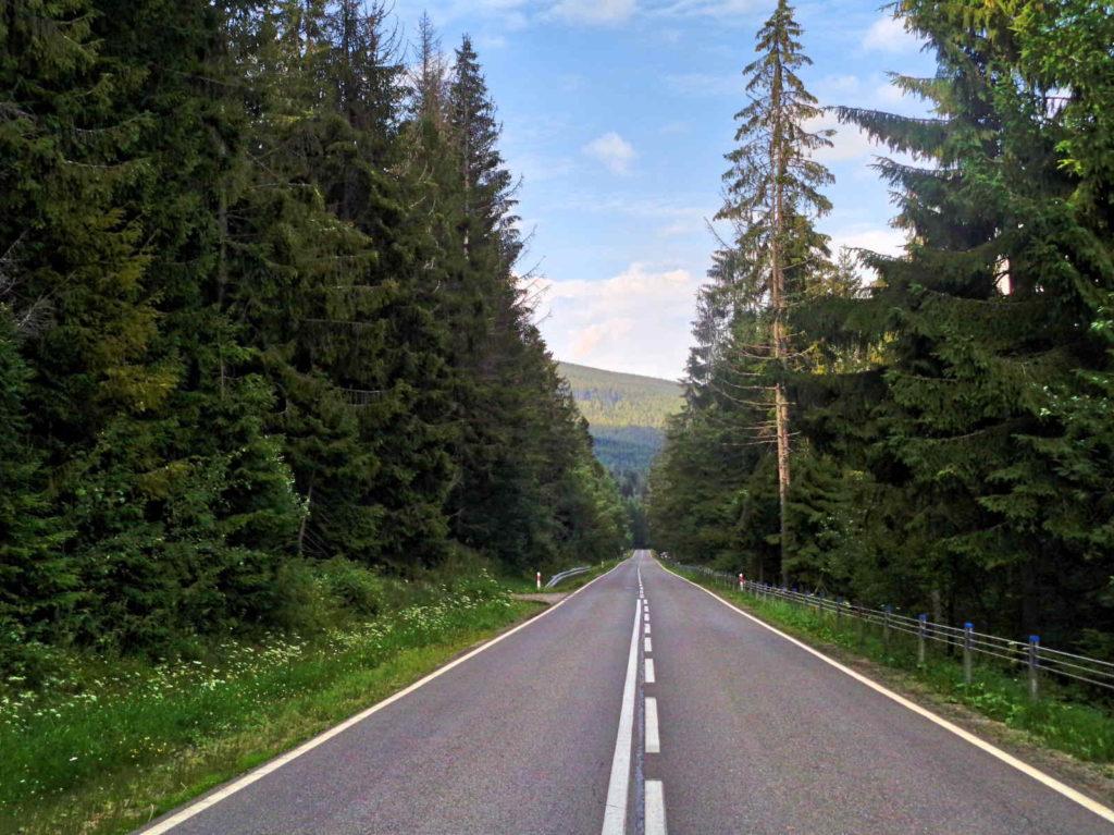 Przełęcz Krowiarki, zjazd