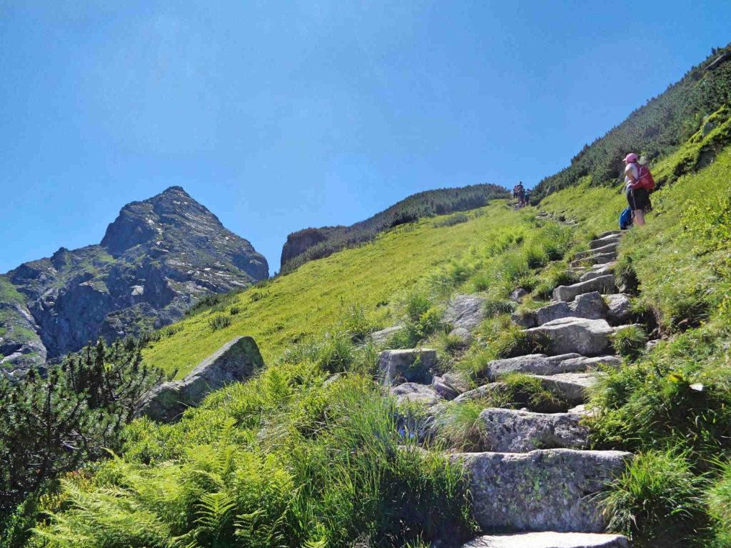 Czarny szlak na Przełęcz Karb