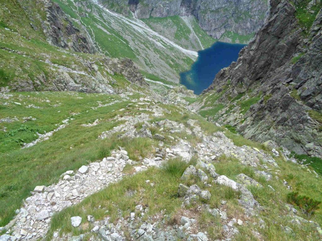 Zejście z Wyżniej Przełęczy Białczańskiej