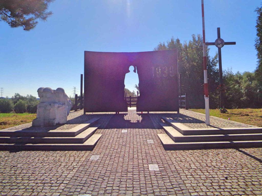 Biskupice Radłowskie, pomnik Bohaterów Września