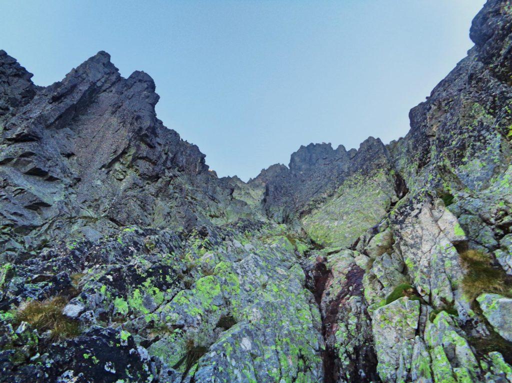 Wejście do żlebu pod Małą Durną Przełęczą