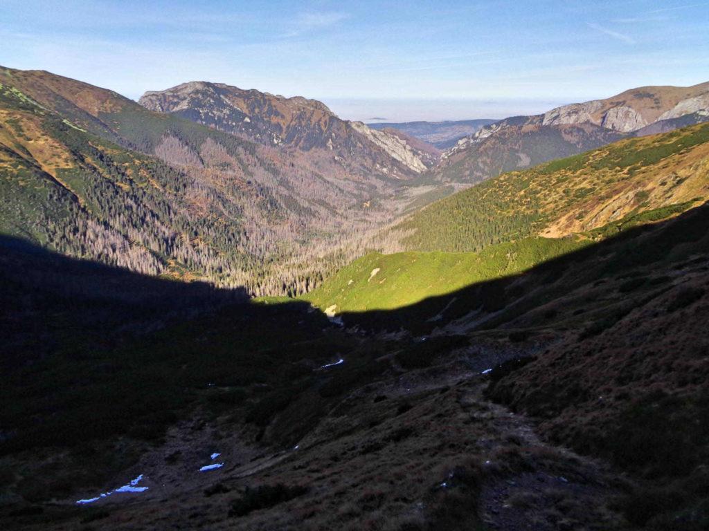 Zejście z Pyszniańskiej Przełęczy