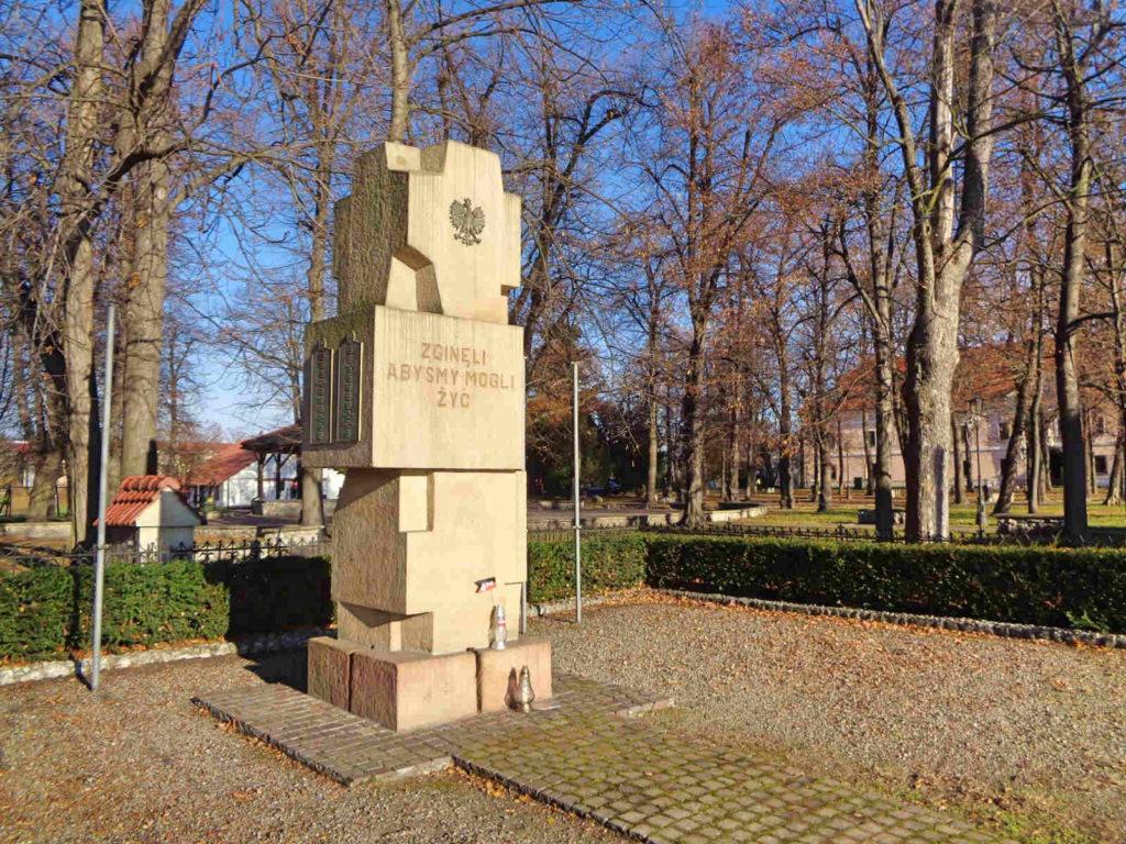 Niepołomice, Pomnik Poległych