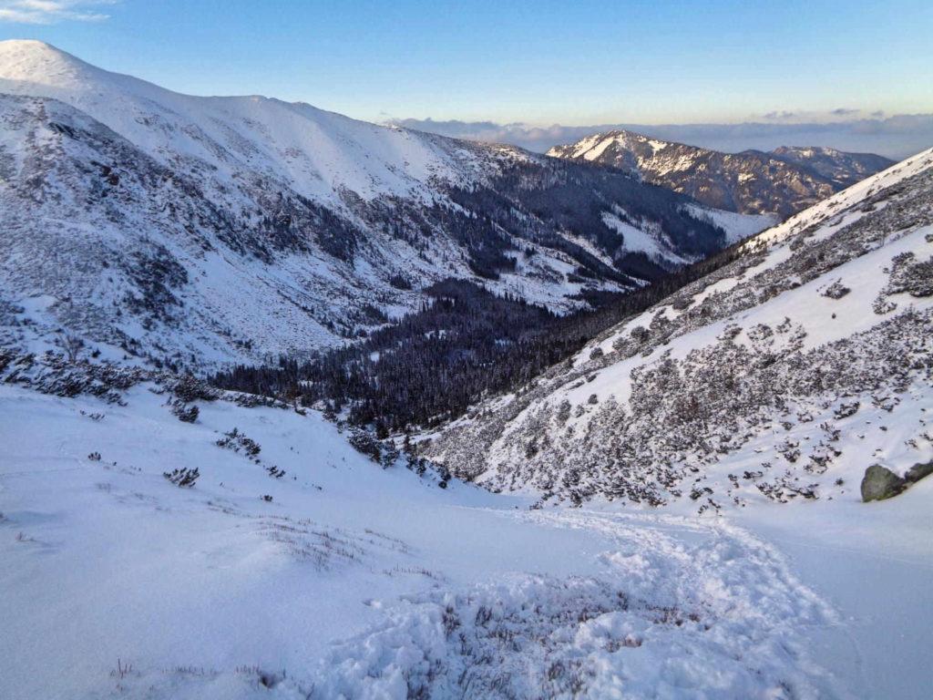 Dolina Starorobociańska, szlak w zimie