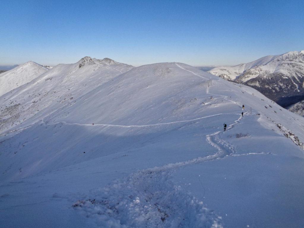 Zejście na Siwą Przełęcz zimą