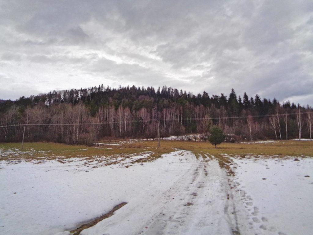 Ciecień zimą, czerwony szlak