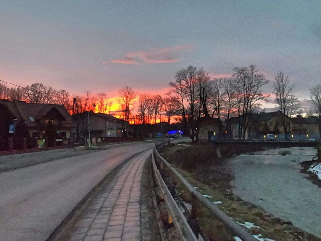 Szczyrzyc, wschód słońca