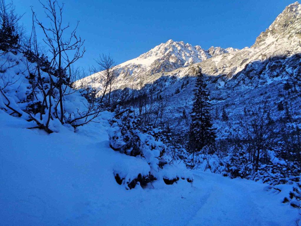 Dojście do Doliny Pięciu Stawów w zimie