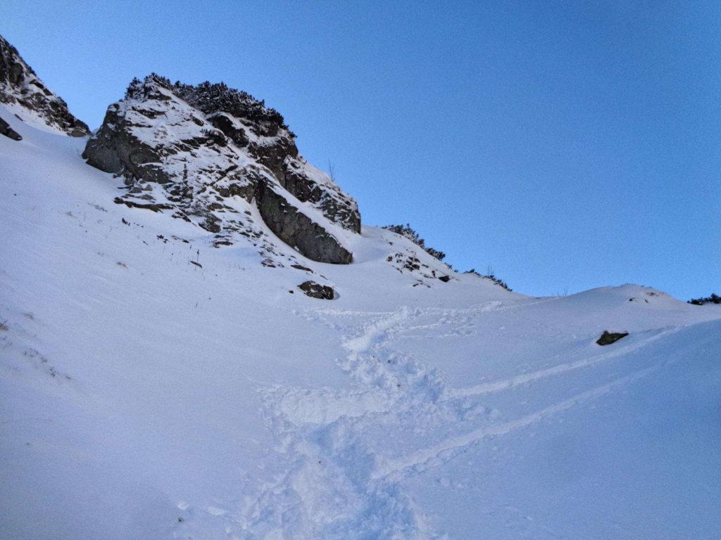 Dolina Pięciu Stawów, szlak obok Siklawy zimą