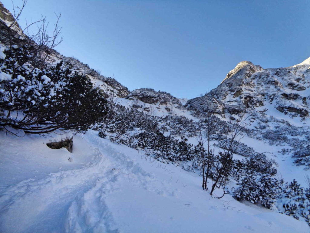 Dolina Pięciu Stawów, szlak przez Siklawę zimą