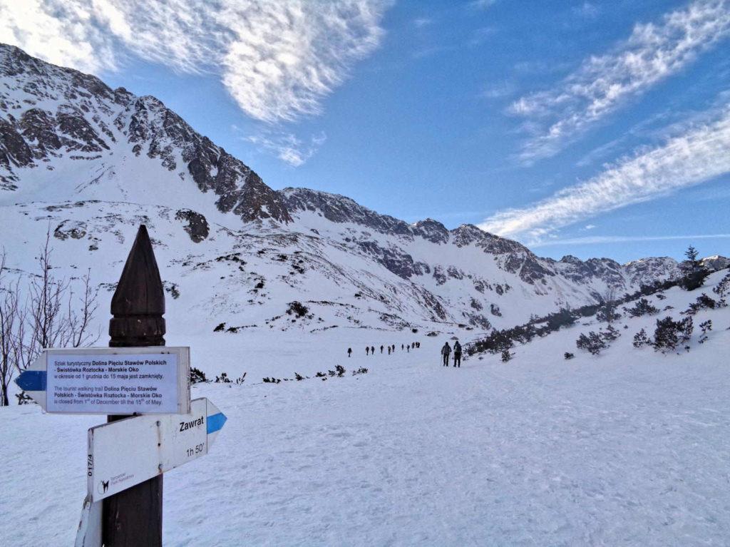 Dolina Pięciu Stawów, szlaki zamknięte zimą