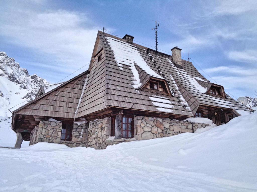 Dolina Pięciu Stawów zimą, schronisko