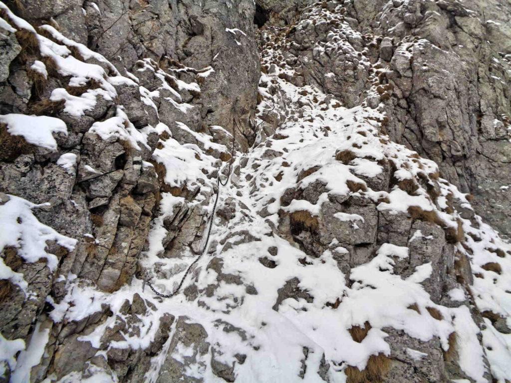 Jaskinia Raptawicka, łańcuchy