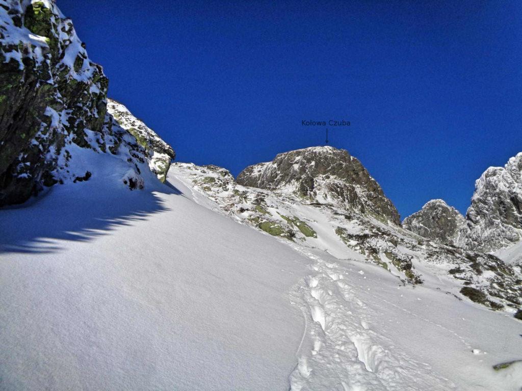 Zawrat zimą z Doliny Pięciu Stawów
