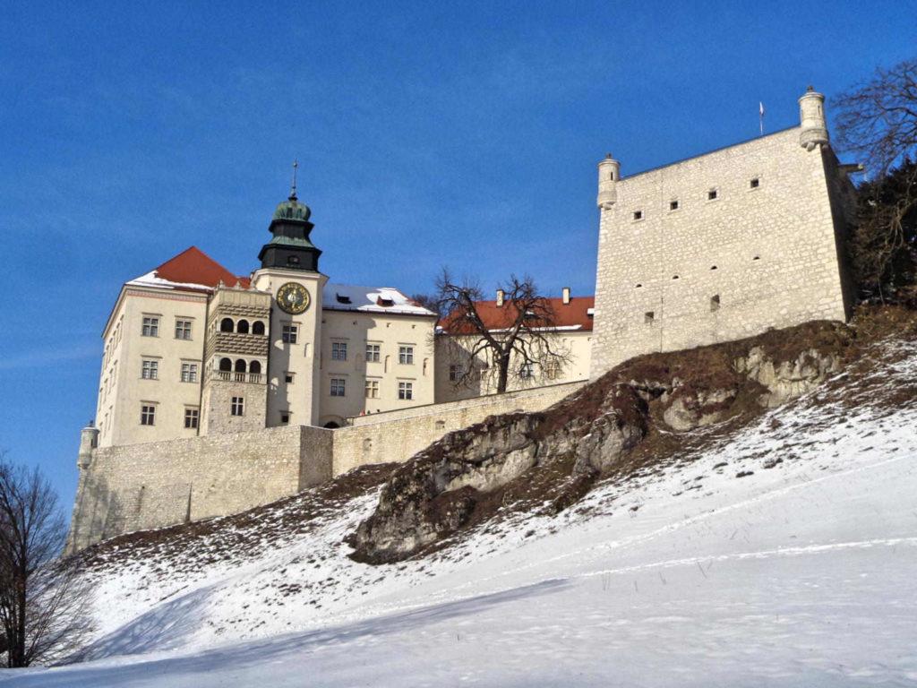 Zamek Pieskowa Skała zimą