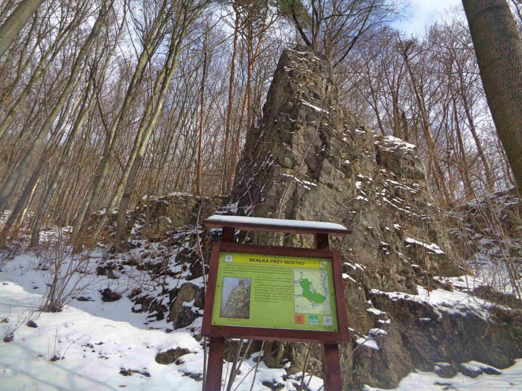 Dolina Racławki, skałka przy mostku
