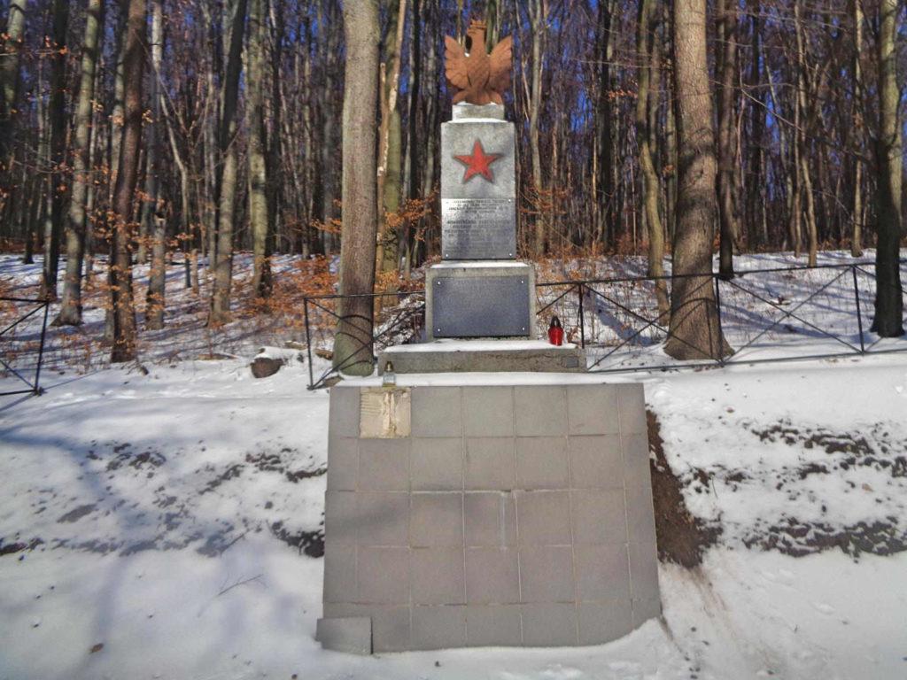 Dubie, pomnik partyzantów