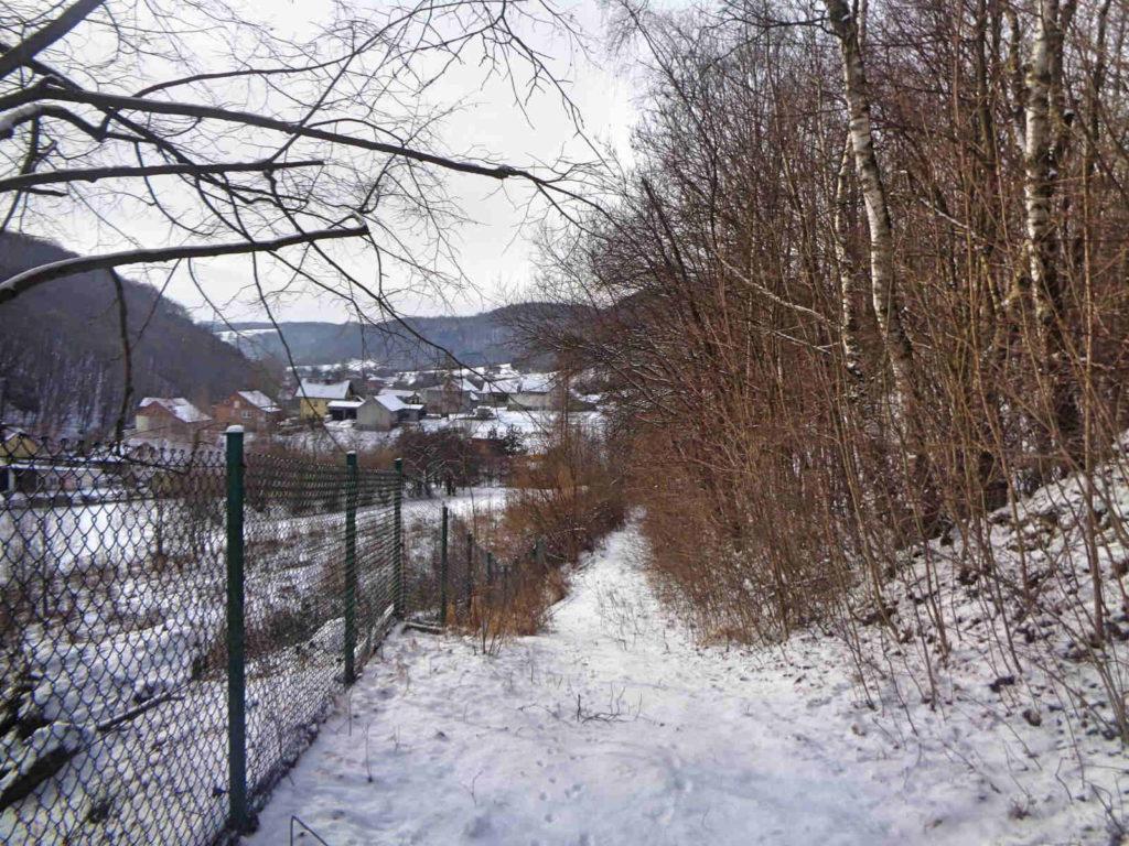 Szklary, czerwony szlak zimą