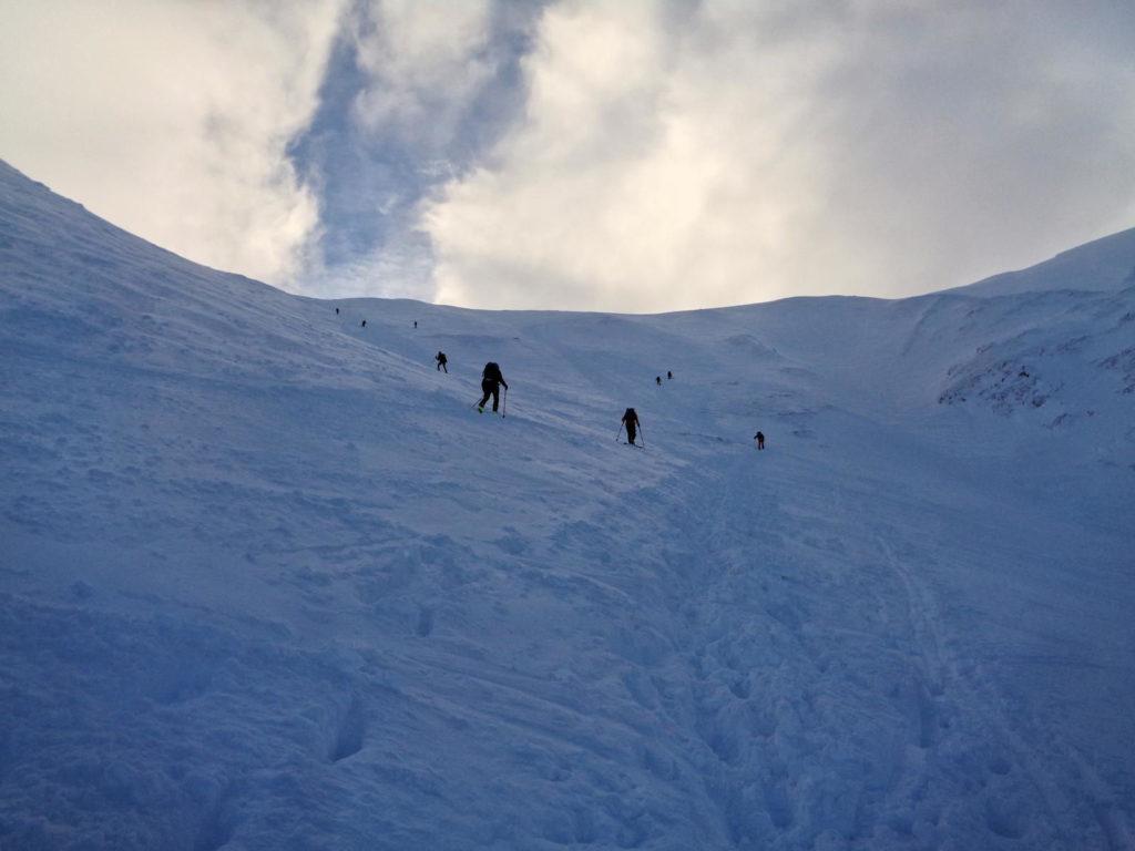 Wejście na Przełęcz pod Kopą Kondracką zimą