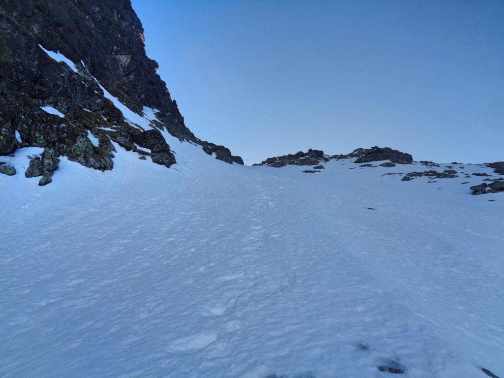 Droga na Kościelcową Przełęcz zimą