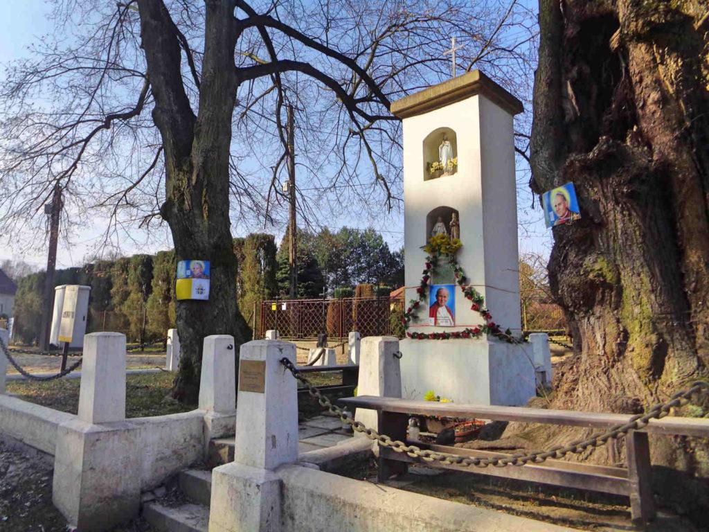 Cmentarz wojenny i kapliczka
