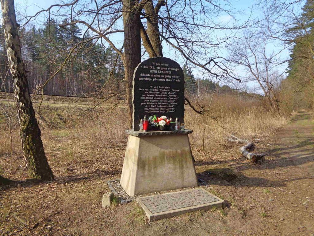 Puszcza Niepołomicka, miejsce zamachu na Hansa Franka