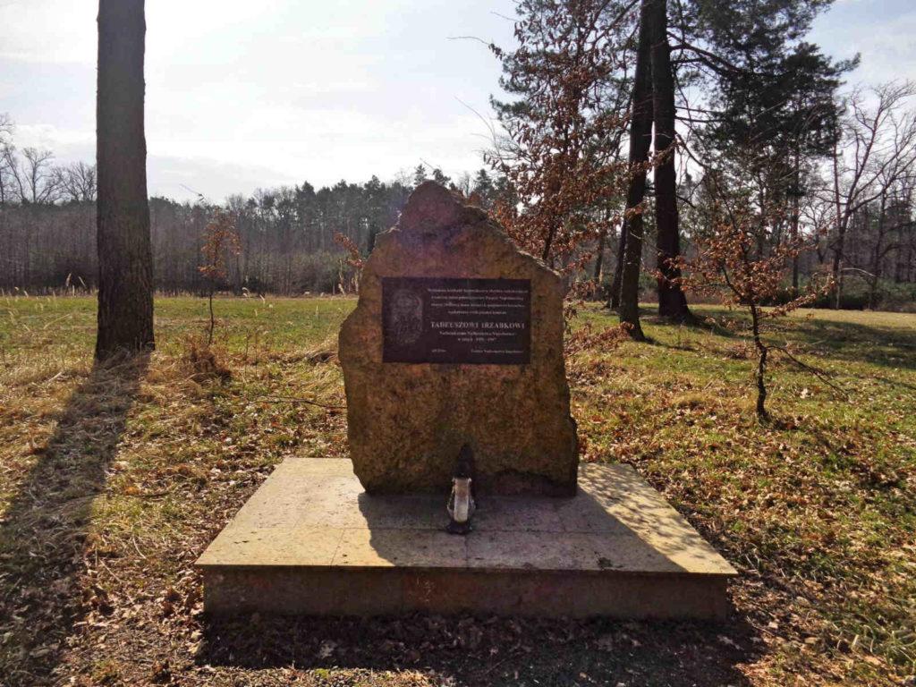 Puszcza Niepołomicka, pomnik Tadeusza Irzabka