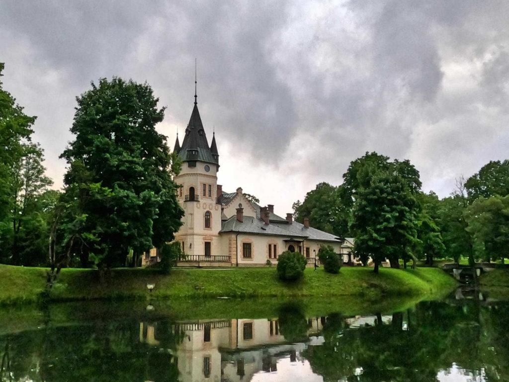 Olszanica, pałac